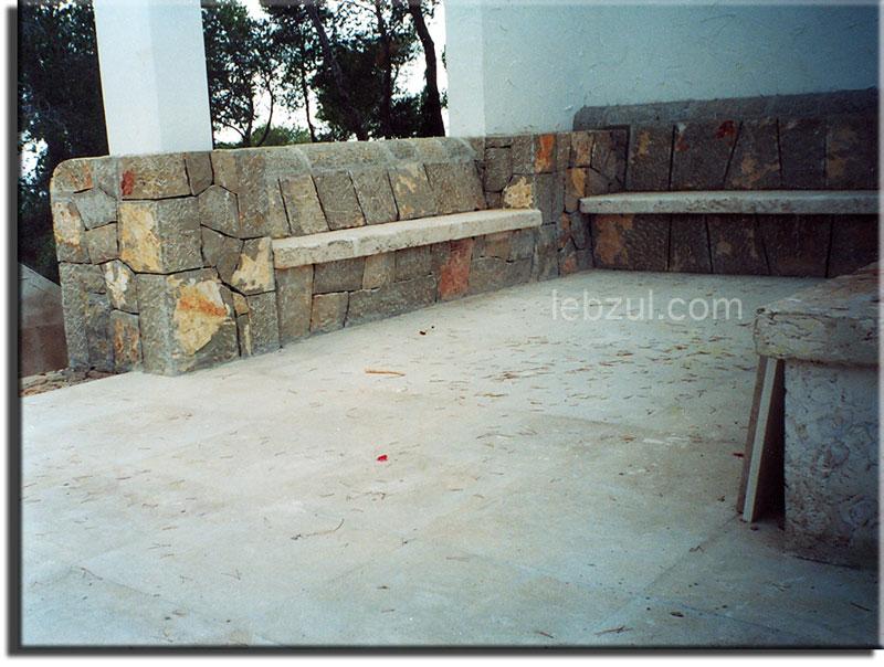 Bancos de piedra paguera for Bancos de piedra para jardin